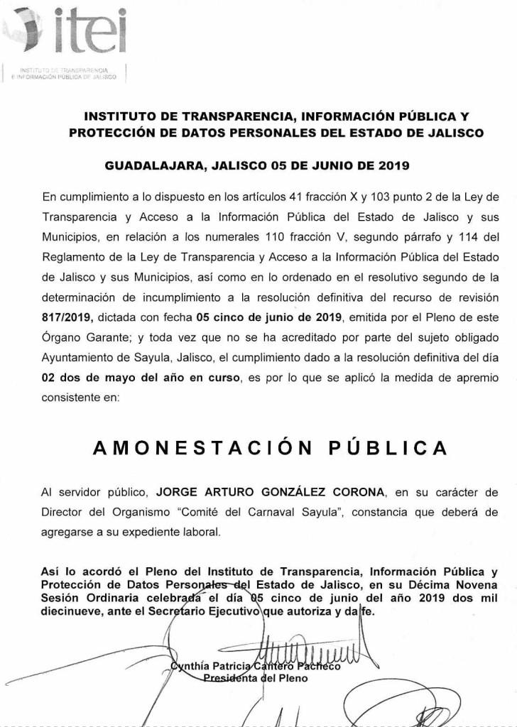Arturo González Corona es el primer miembro de la legendaria familia de caciques corruptos González familiares de Samuel Rivas (por conducto de su esposa) los cuales se encuentran desde décadas implicados en múltiples fraudes, entre otros, el fraude de los 330 millones de pesos de el Tianguis de la Diagonal en donde los familiares de Samuel Rivas, los González y los Fajardo se encuentran implicados.