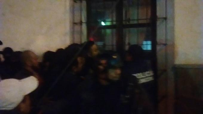 Policias intentas levantar a un comerciante en Sayula Jalisco