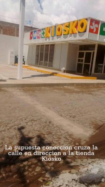 La supuesta coneccin de la CFE cruza la calle en direccion de la tienda Kiosko